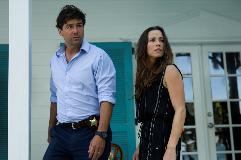 "Kyle Chandler (John Rayburn) und Linda Cardellini (Meg Rayburn) in der Netflix Original Serie ""Bloodline"".  Photo Credit: Saeed Adyani  © 2014 Netflix, Inc. All Rights Reserved."