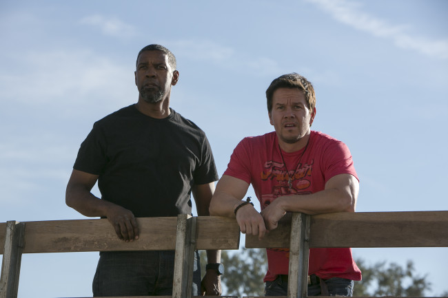 "Denzel Washington, left, and Mark Wahlberg star in Columbia Pictures' ""2 GUNS."" © Amazon Instant Video"