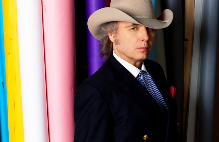 Country-Sänger Dwight Yoakam übernimmt Nebenrolle in Amazon Originals Serie Goliath ©  Emily Joyce_2016 Amazon.com Inc