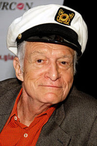 Hugh Hefner bei der Glamourcon #50 in Long Beach, Kalifornien (2010)© Wikipedia